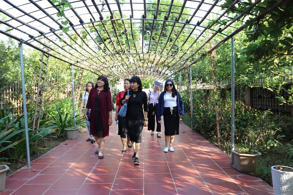 Các đ/c lãnh đạo tham quan tham quan tại trang trại giáo dục Shinning Star